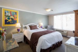 Queen Standard room at the Glenmore Plaza Hotel