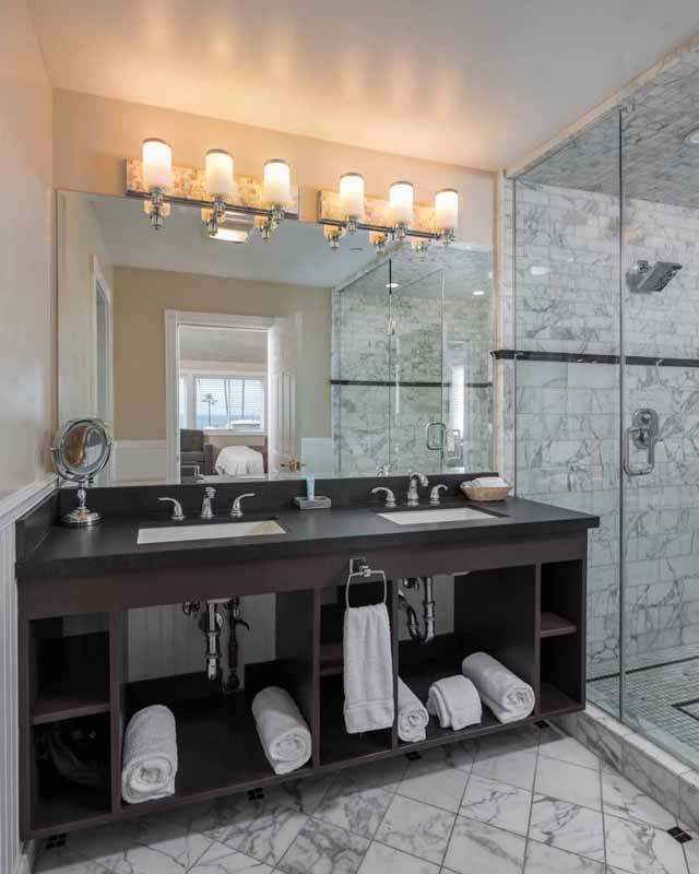 Amelia Earhart Suite Bath at the Glenmore Plaza Hotel