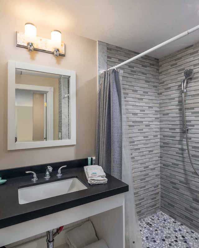 Catalina Island Hotel Glenmore Plaza King Deluxe Bath