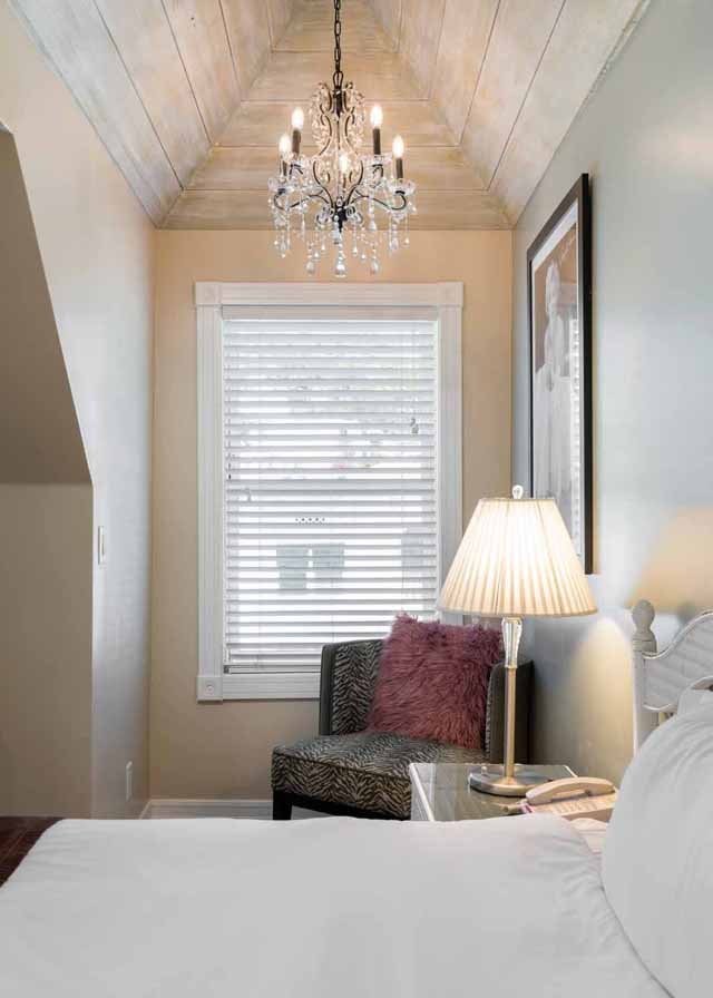 Marilyn Monroe Suite at Glenmore Plaza Hotel