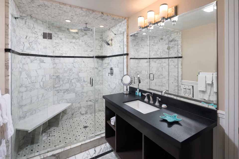 Catalina Island Hotel Glenmore Plaza Premium King Suite Bath