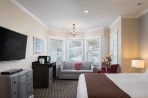 Premium King Suite at the Glenmore Plaza Hotel