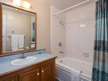 Catalina Island Hotel Glenmore Plaza QP bath