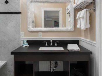 Catalina Island Hotel Glenmore Plaza QQPR Bath